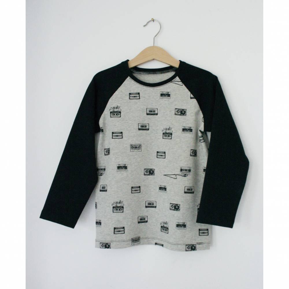 Grau meliertes langarm T-Shirt aus BIO Jersey mit Retro Kassetten Print designed by Miss Patty von Lillestoff Bild 1