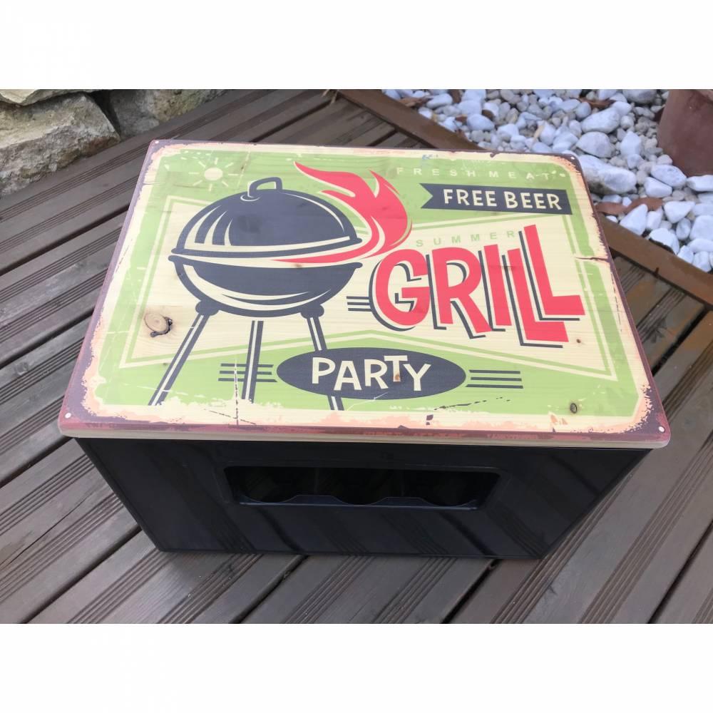 """Bierkasten Sitz """"Grillparty"""" Sitzauflage aus Holz für den Getränkekasten im Vintage Style-Geschenk für alle Fälle Bild 1"""