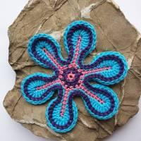 Eine große Häkelblume zum dekorieren, basteln und aufpimpen Bild 1