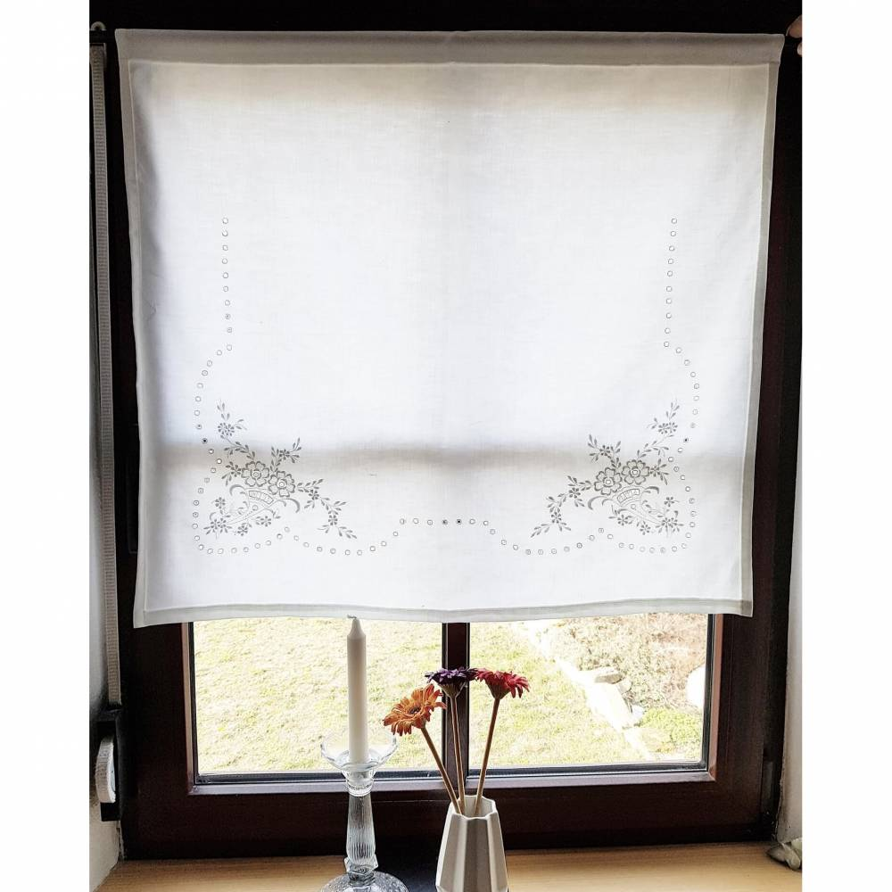 echt vintage, gestickte Landhausgardine weiß, Scheibengardine, l 69,5 cm x b 76,5 cm, Vorhang, Unikat Bild 1