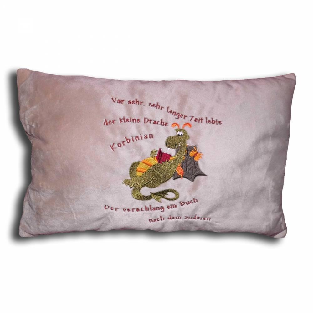 Kissen Kinder Baby bestickt mit Namen und einem lesenden Drachen Schmusekissen Shannon Fabrics personalisiert Namenskissen Geschenk Taufe Geburt Weihnachten Bild 1