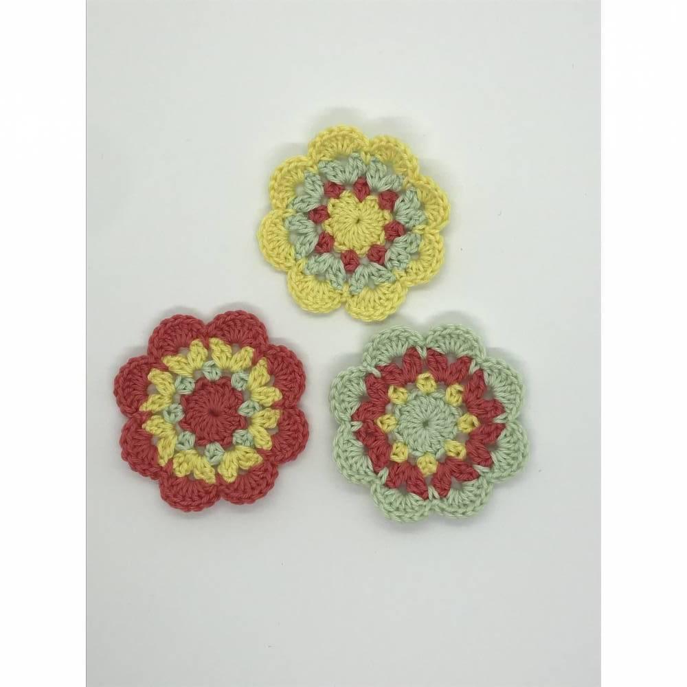 3 Häkelblumen  Bild 1