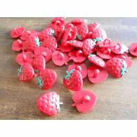 20 Erdbeeren RESTBESTAND   Knöpfe Kunststoff   Bild 1