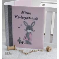Ordner/Portfolio mit Doodlestickerei 'Hasenmädchen', Stickerei 'Meine Kindergartenzeit' und Wunschname Bild 1