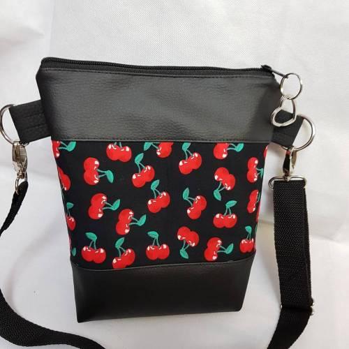 Kleine Handtasche Kirsche Umhängetasche schwarz/rot  Tasche mit Anhänger Kunstleder
