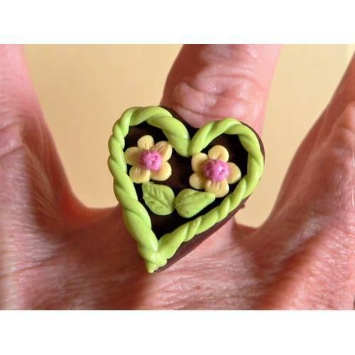 Ring mit Lebkuchenherz zum Oktoberfest modelliert aus Fimo Polymer clay