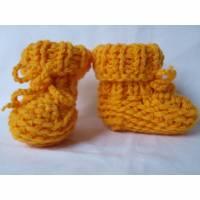 gestrickte Babyschuhe Babystiefel Merino reine Wolle sonnen gelb Bild 1