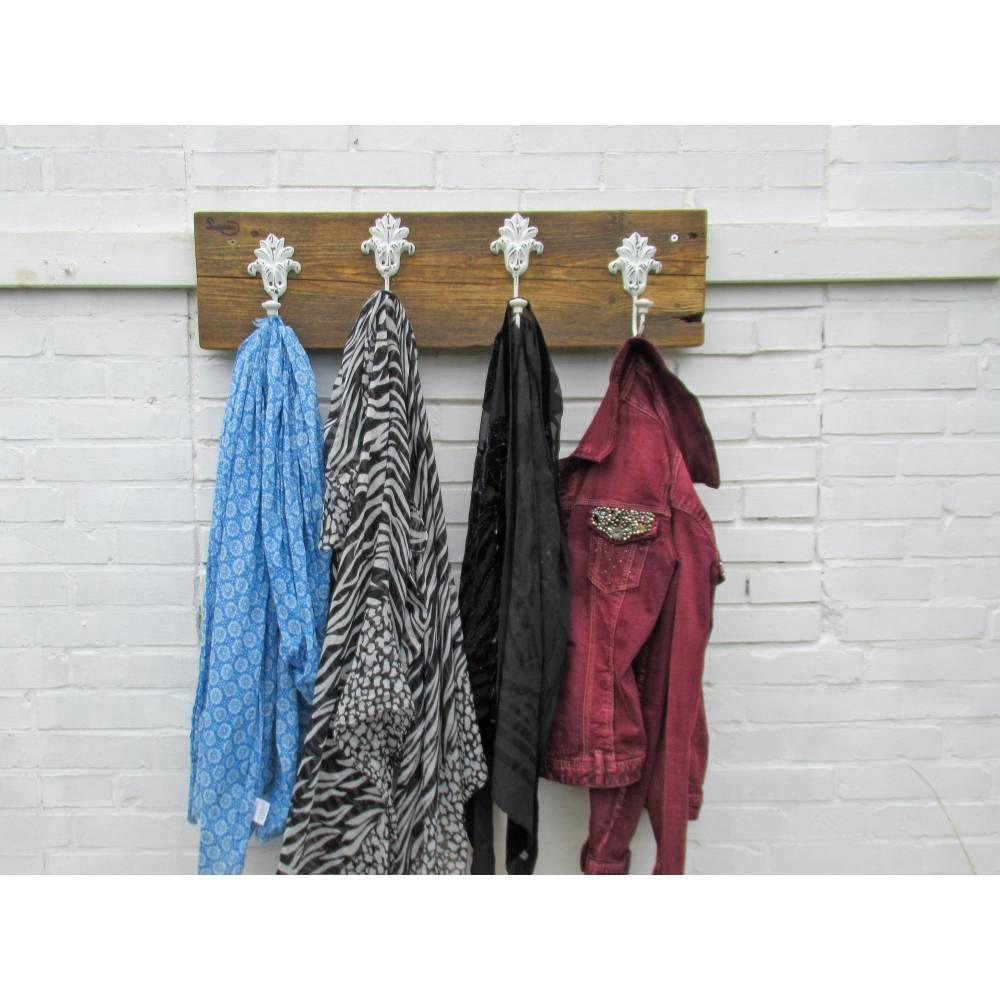 Flurgarderobe aus Treibholz mit großen Metallhaken,  Hakenleiste für  Garderobe aus Meerholz, Upcycling, Bild 1