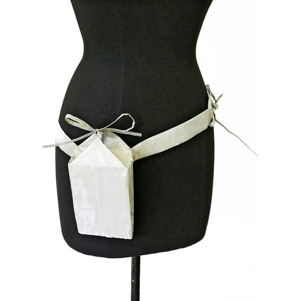 SILBERNE GÜRTELTASCHE, glänzend, silbern, Geschenk, Design, Unikat, Einzelstück Bild 1