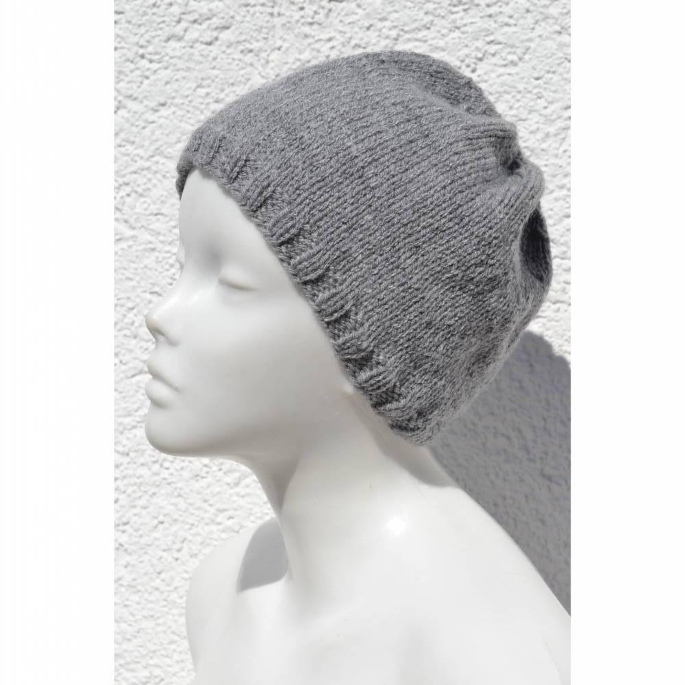 Beanie Mütze Strickmütze Wollmütze Kappe grau hellgrau gestrickt handgestrickt  Bild 1