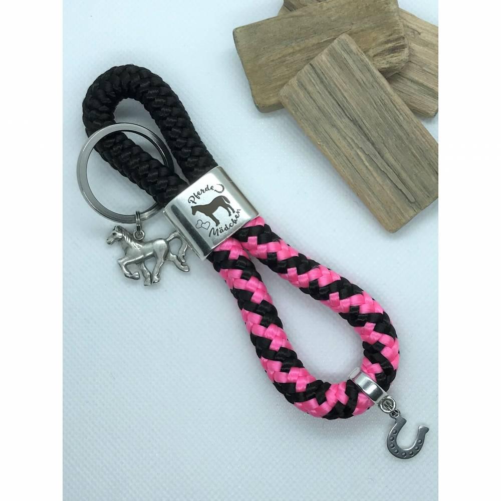 Schlüsselanhänger aus Segelseil/Segeltau, Zwischenstück: Pferdemädchen, schwarz/pink, versilberte Anhänger: Pferd und Hufeisen Bild 1