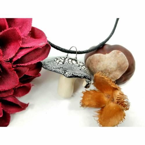 Halskette mit Keramik-Fliegenpilz-Anhänger, feiner Herbst-Schmuck