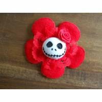 Brosche Skull  Blume Stoff Totenkopf Spitze Rose rot Bild 1