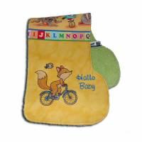 Spucktuch extra lang Schulterlatz fürs Baby bestickt mit Namen und Fuchs auf Fahrrad Geschenkidee zur Geburt Taufe Bild 1