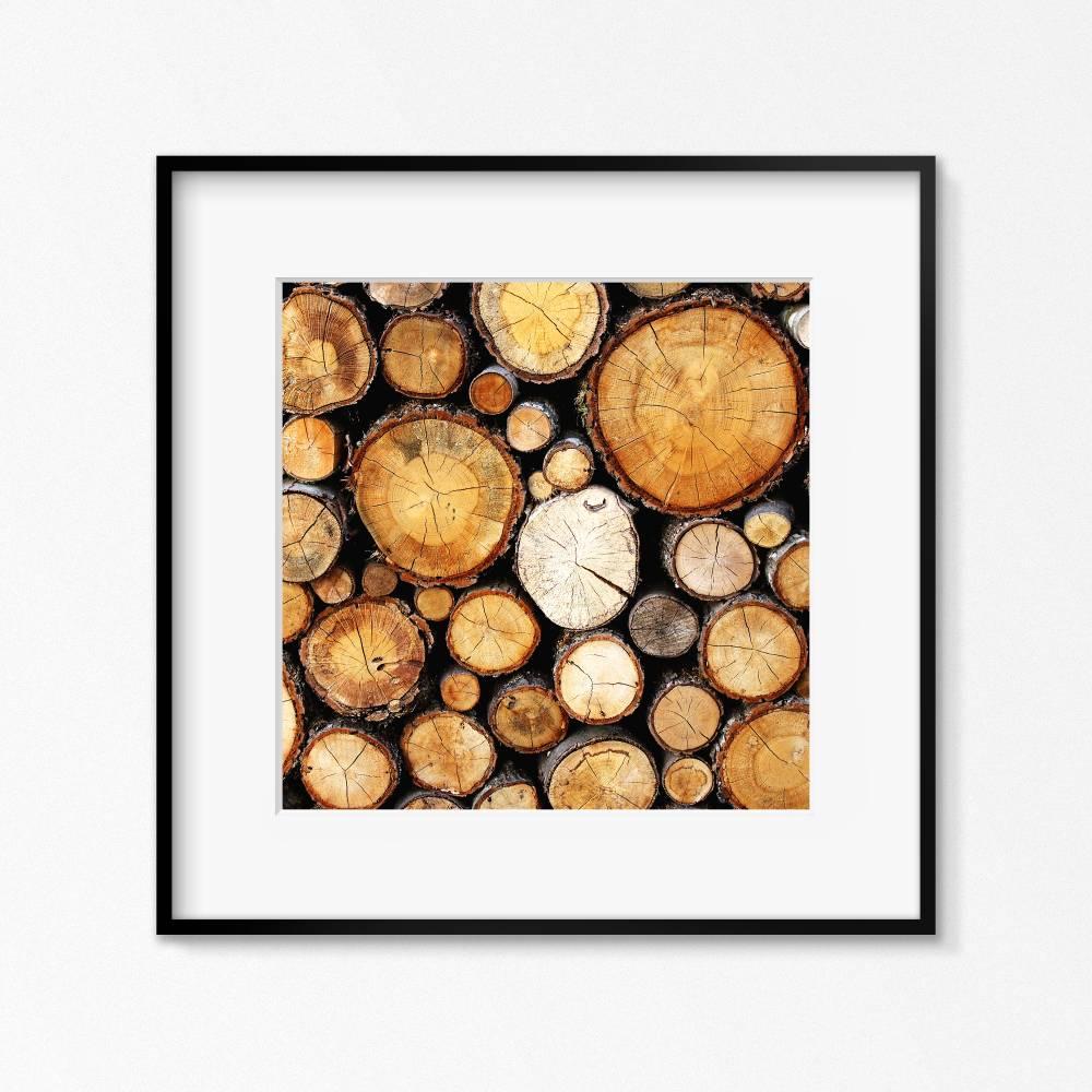Holz, Holzstapel, wärmendes Wandbild im Quadrat, Fotografie von gestapelten Holzästen, Brauntöne und Schwarz, Größe 30 x 30 cm Bild 1