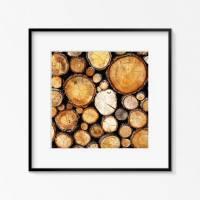 Holz, Holzstapel, wärmendes Wandbild im Quadrat, Fotografie von gestapelten Holzästen, Brauntöne und Schwarz, Größe 30 x 30 cm