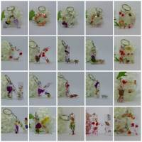 Schlüsselanhänger Buchstaben Gießharz Echte getrocknete Blüten Blumen Bild 1