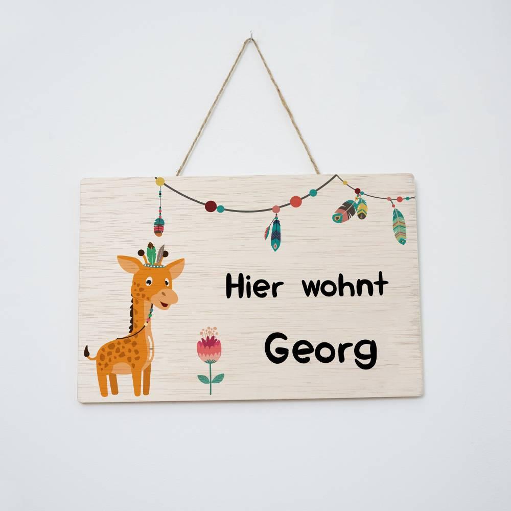 """Namensschild für Tür, Türschild für Kinderzimmer, Geschenk für Kinder, """"Hier wohnt""""-Schild aus Holz mit Wunschname, Motiv: Giraffe Bild 1"""