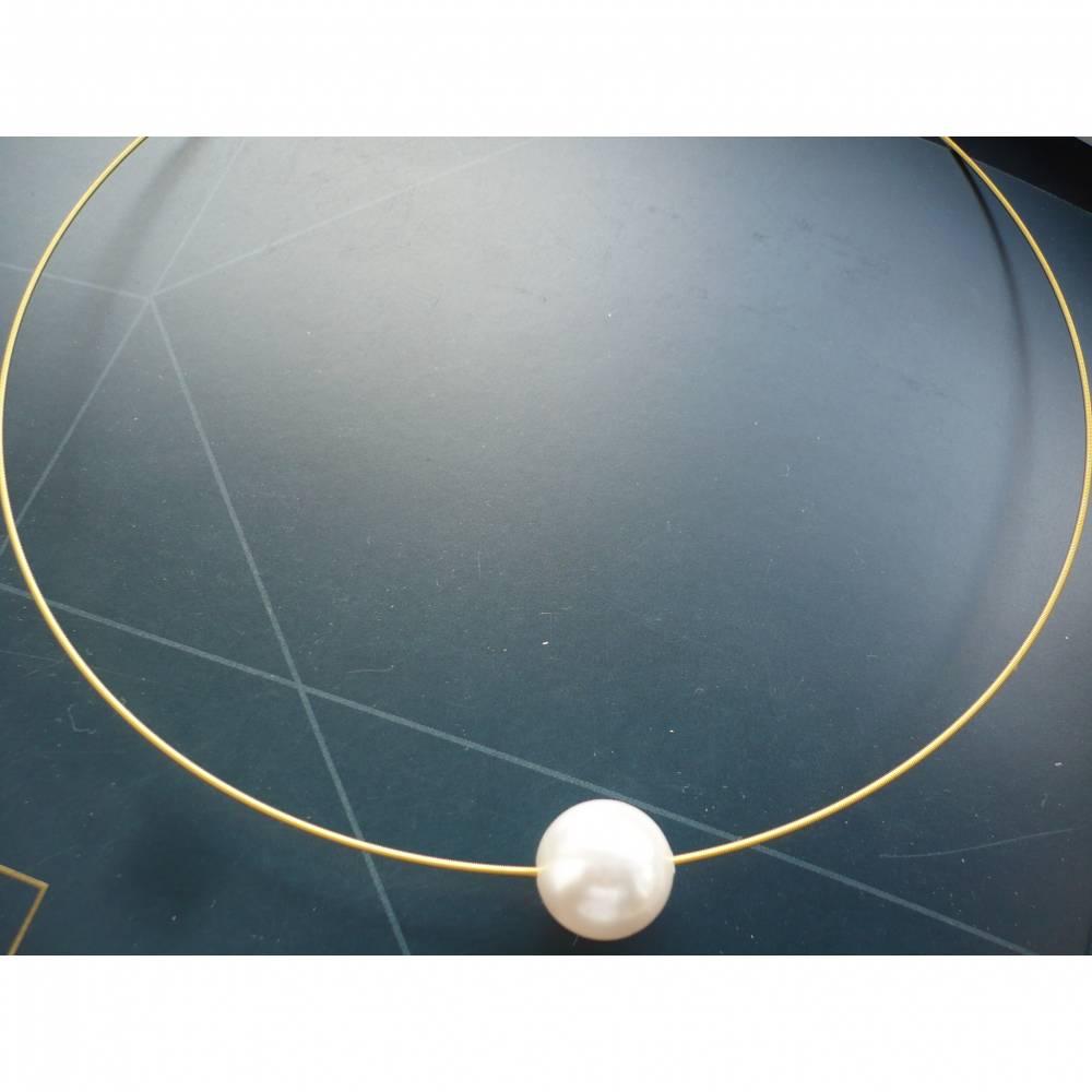 Stylischer vergoldeter Halsreifen,moderner Halsreifen,Goldfarbener Halsreif mit weißer Swarovski-Perle,Brautschmuck,Schmuck Hochzeit Bild 1