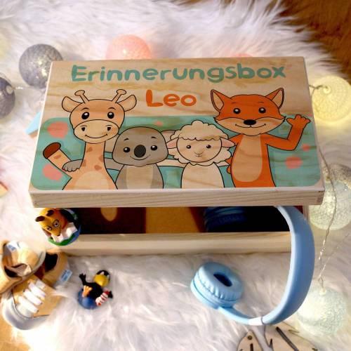 Erinnerungskiste Baby, aus Holz, Erinnerungsbox, personalisierbar mit Geburtsdaten und Namen, individuelle Holzkiste mit Deckel, Freunde