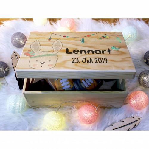Erinnerungskiste Baby, aus Holz, Erinnerungsbox, personalisierbar mit Name + Datum, individuelle Holzkiste mit Deckel, Skandinavischer Hase