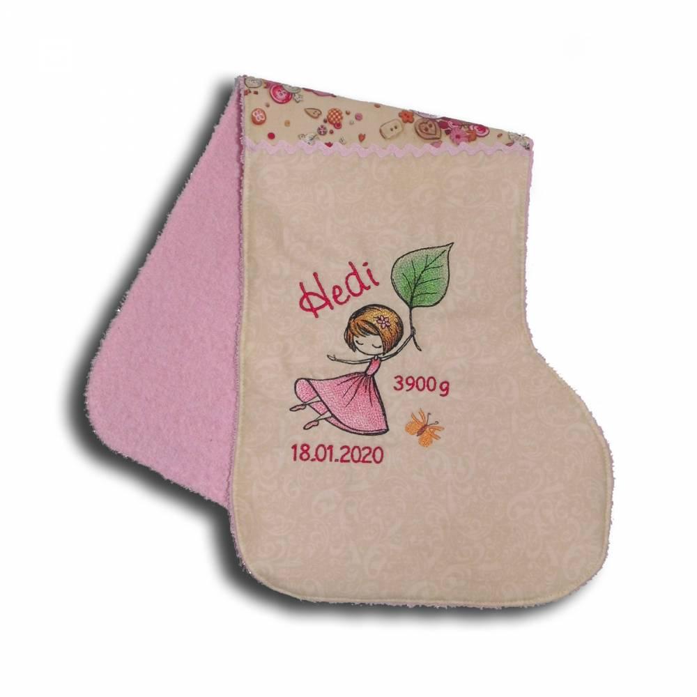 spucktuch extra lang schulterlatz fürs baby bestickt mit namen und einem  mädchen mit rosa kleid geschenkidee zur geburt taufe