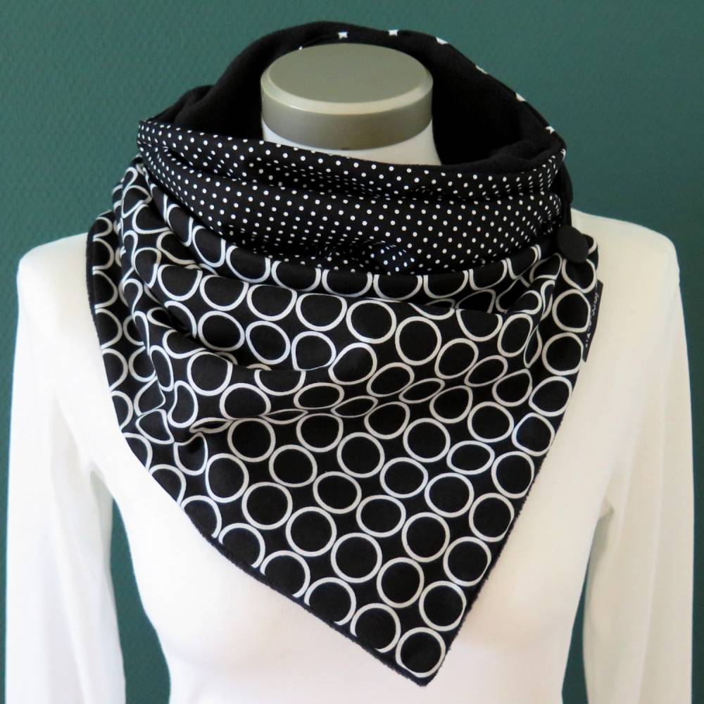 Wickelschal mit Knopf Damen Kreise schwarz weiß Knopfschal Fleece warmer Schal Patchwork Kuschelschal Bild 1