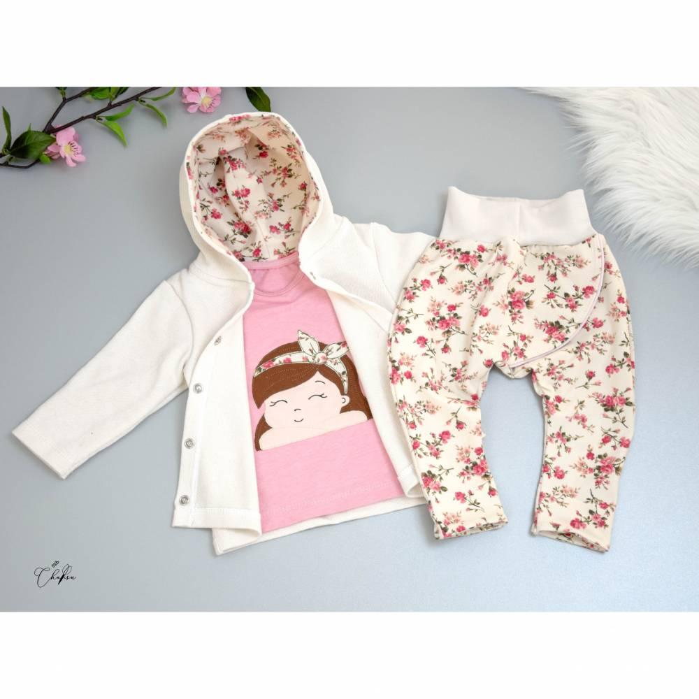 Handmade Mädchen-Kleidungsset 3-teilig, Strickjacke, Hose und Langarm-Shirt mit Stickdatei, Blumen, Floral, Jacke, Shirt Bild 1