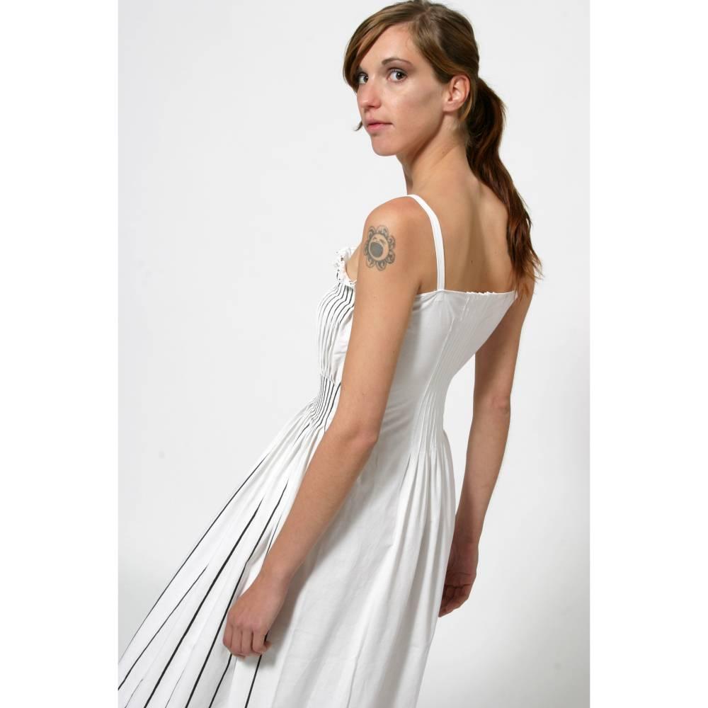 KLEID mit FALTEN, Unikat, Plissee, Trägerkleid, weiß und schwarz, lang, Hochzeit Bild 1