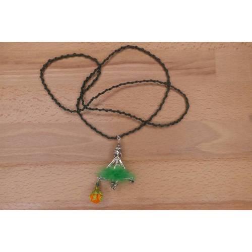Halskette mit Hexe und grünem Puschel