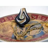 Edle Halskette, 60 cm, in schwarz-gold mit Glasanhänger, 8 cm, in schwarz, weiß und gold Bild 1