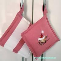2 genähte Topflappen rot weiß gestickt, mit breiter Schlaufe, 18 x 18 cm, Küchenhelfer, Deckelhalter, Geschenk elfer, Deckelhalter, Geschenk  Bild 1