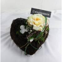 Grabgesteck Herz mit Engel und Rose, Grabschmuck, Allerheiligengesteck, Trauerfloristik, Trauergesteck  Bild 1