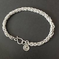 Byzantinisches Chainmaille-Armband aus Sterlingsilber mit Spiralanhänger Bild 1
