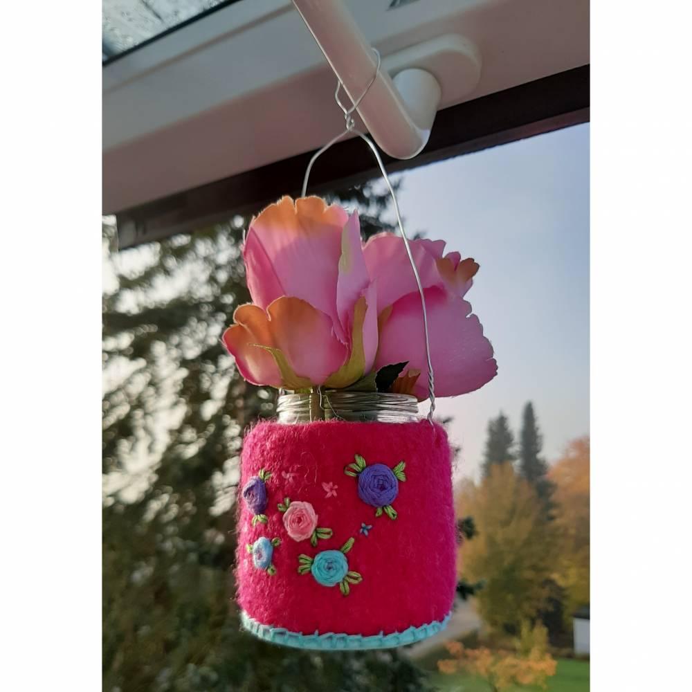 Kleine Hänge-Filzvase mit Blumenstickerei Bild 1