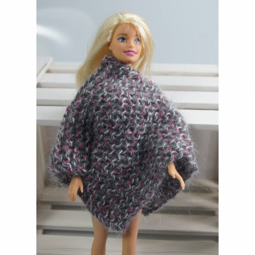 warmer Poncho für die Ankleidepuppe Bild 1