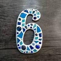 Hausnummer 6 als Mosaik **Glasmosaik für den Hauseingang**frostfest für drinnen und draussen** Bild 1