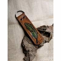 Schlüsselanhänger /Taschenbaumler mit Blatt Bild 1