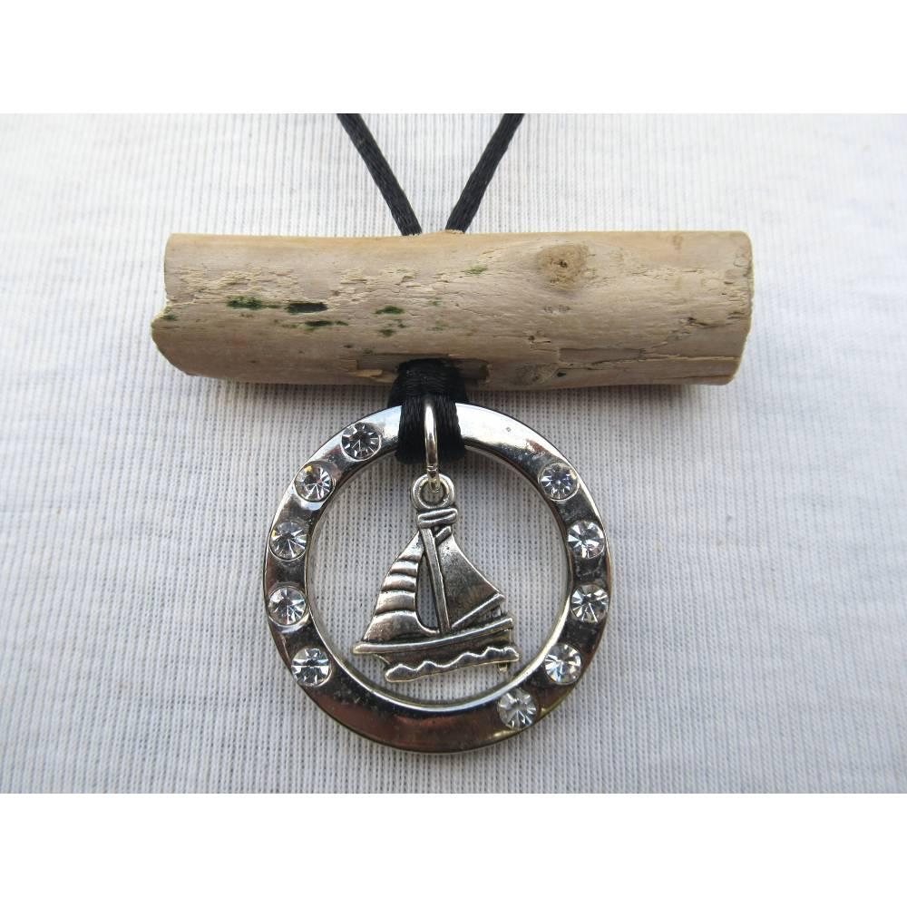 Kettenanhänger, Treibholz und Metall, Holzanhänger, nachhaltig, maritime Halskette, Segelboot, Bild 1