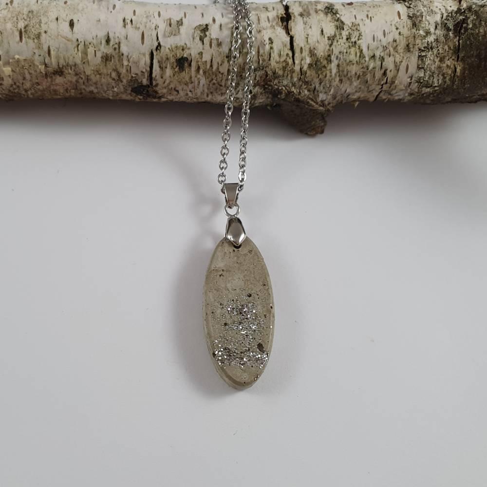Beton Schmuck Halskette oval grau silber Bild 1
