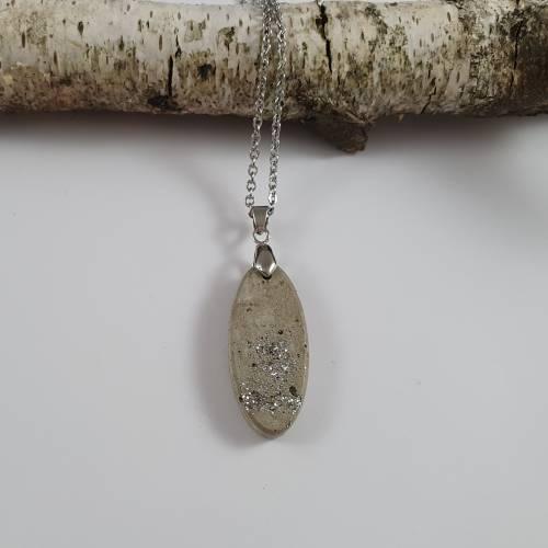 Beton Schmuck Halskette oval grau silber