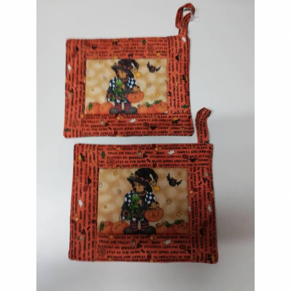 schöne Topflappen mit kleiner Halloween Hexe. Größe: 18 x 18 cm Bild 1