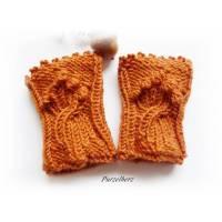 Handgestrickte Armstulpen/Pulswärmer für Babys/Neugeborene im Zopf-/Noppenmuster - weich,warm - Geschenk Geburt,Taufe -