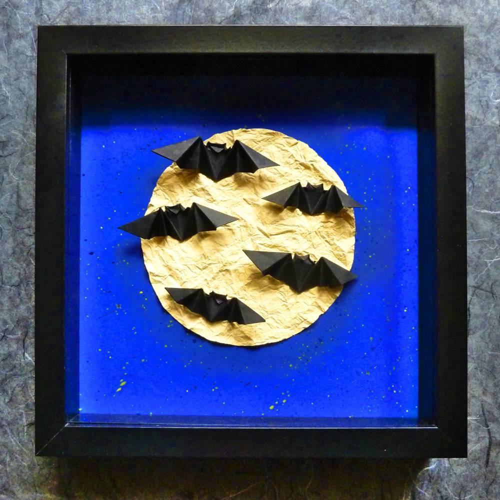 Halloween Fledermäuse bei Vollmond // Origami im Objektrahmen Bild 1