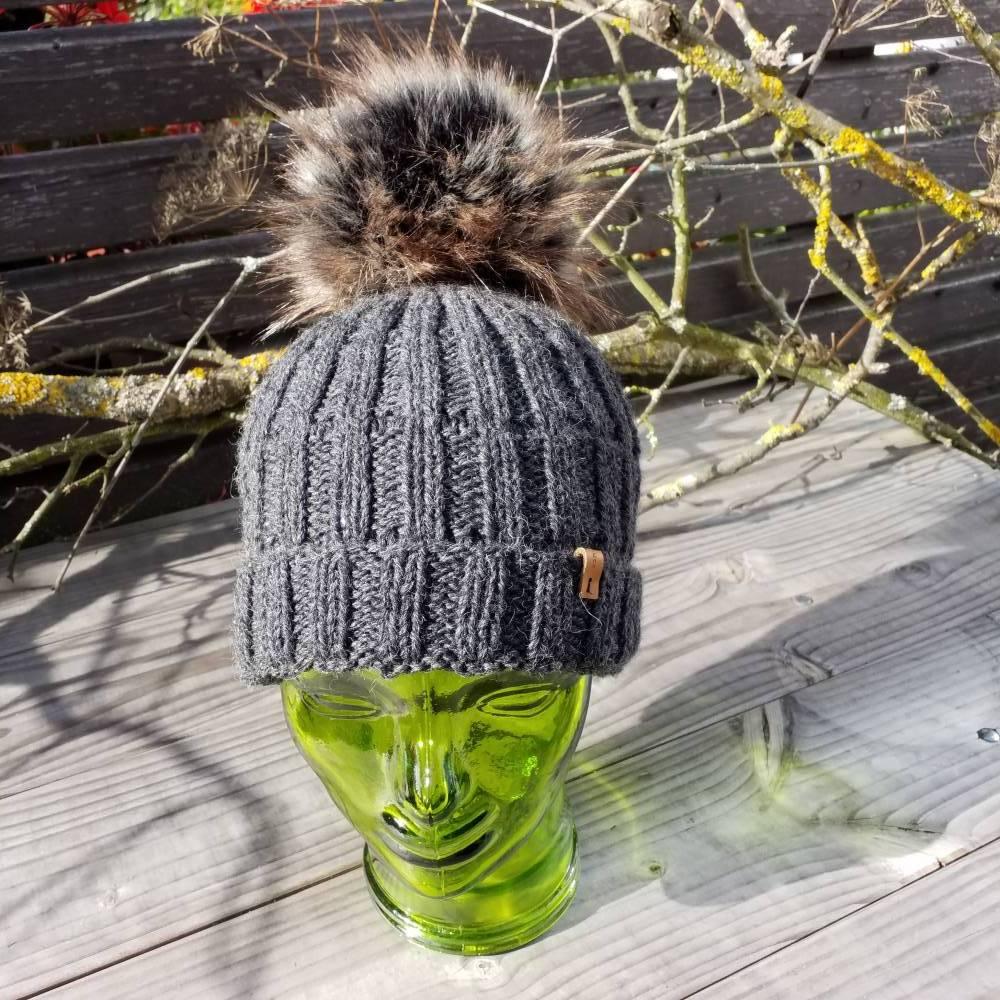 Mütze - Wollmütze - Bommelmütze - anthrazit - handgestrickt Bild 1