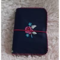 Traveller Notebook Hülle A6- Leder und Filz, handgenäht, blau,Blumenstickerei Bild 1