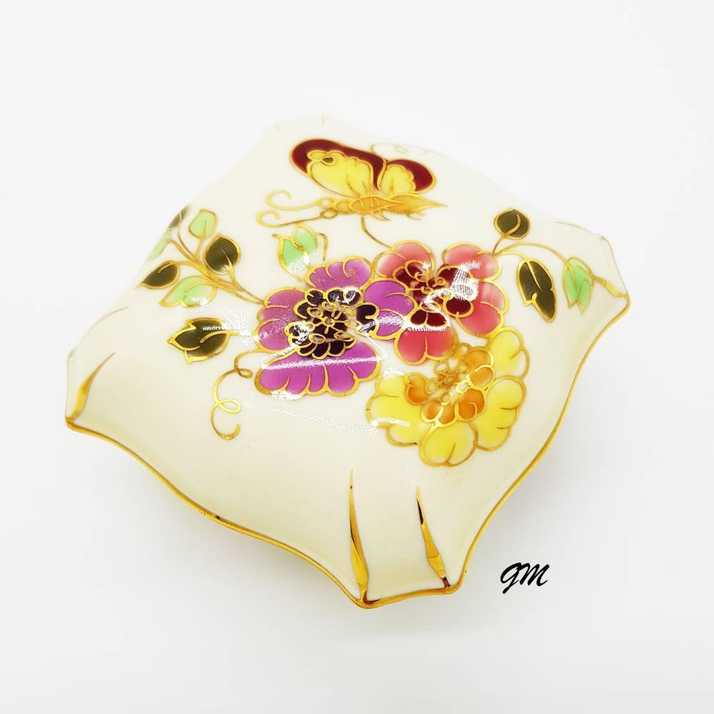ZSOLNAY PECS Porzellan, Konfektdose, handgemalt, signiert, 7 cm x 7 cm, elfenbeinfarbig, Bild 1