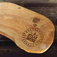 Schneidebrett Natur Olivenholz mit Gravur STEAK HOUSE  – mit rustikalem Rand Tranchierbrett Servier Brett für Fleisch, F Bild 1