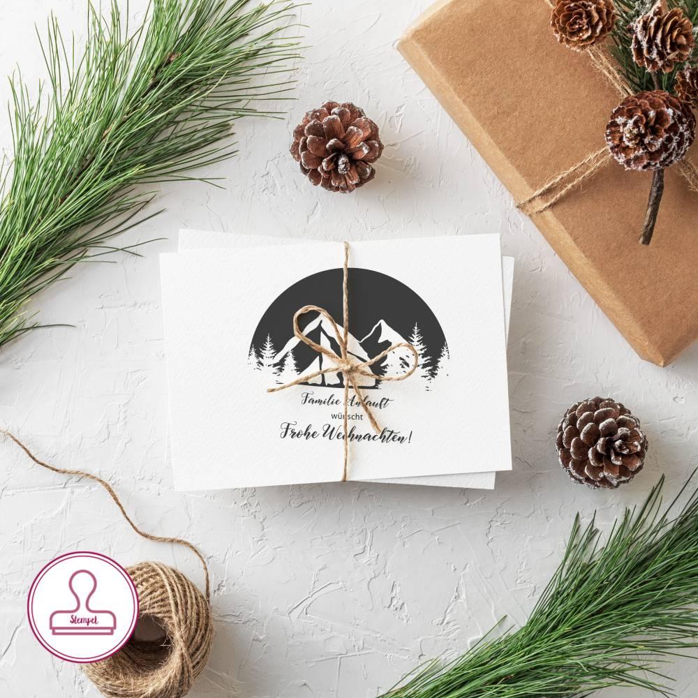 Personalisierter Weihnachtsstempel BERGE; 40mm Durchmesser; Gravierte Gummistempelplatte mit Holzgriff montiert Bild 1