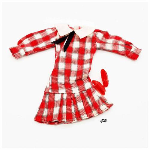 vintage, Barbie, 2 tlg. rotkariert Kleid mit Kragen und roten Schuhen, gebraucht aus den 80er Jahren
